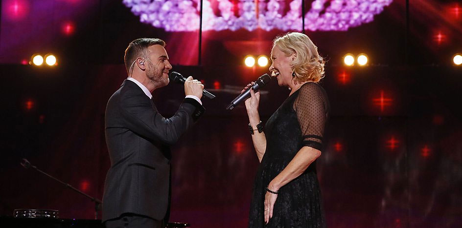Agnetha on stage with Gary Barlow in London, 12 November 2013