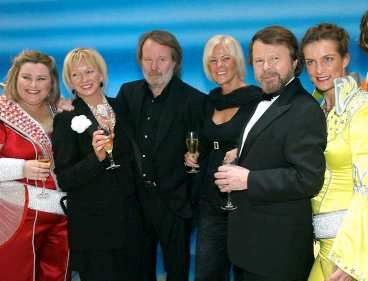 Judy Craymer, Benny, Frida and Björn with the actors - © Aftonbladet