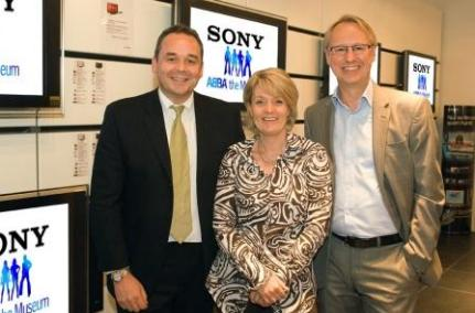 From the left: Adam Fry, Director Sony PSE Nordic, Ewa Wigenheim-Westman and Ulf Westman